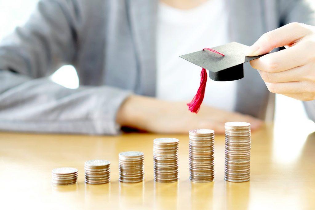 Сколько денег нужно студенту на месяц